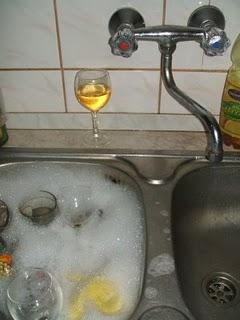 2 aknás mosogatás = víztakarékos mosogatás folyóvízben. II. helyezett víztakarékos mosogatásban